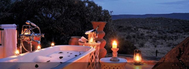 MadikeHillsLodge_BathOutdoorNight